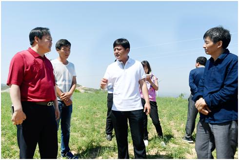 集团副董事长耿福昌带队考察夏县中药示范基地
