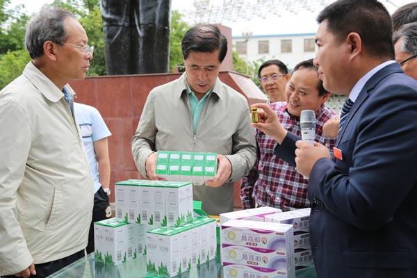 内蒙古自治区政协副主席王中和一行调研好医生攀西药业
