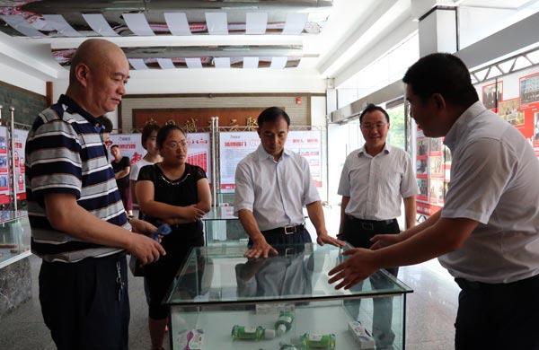 四川省科技厅副厅长杨品华一行调研好医生攀西药业