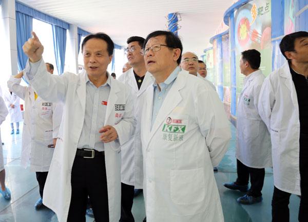 全国政协副主席、科技部部长万钢调研好医生攀西药业