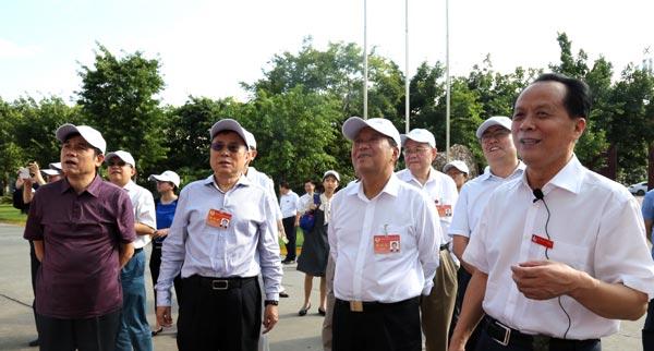 全国政协副主席刘晓峰视察好医生攀西药业